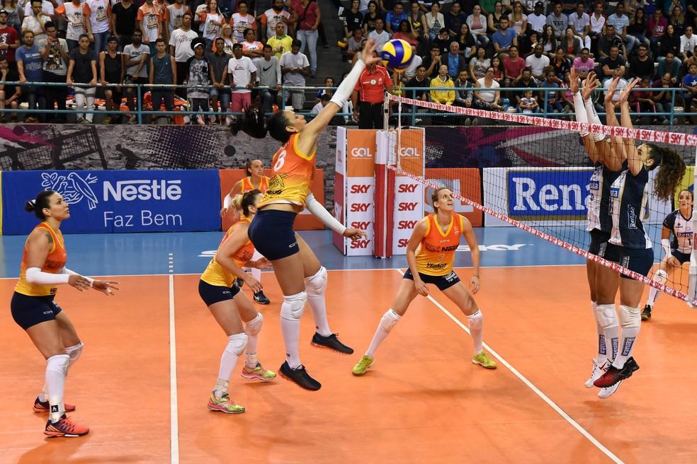 Osasco venceu por 3 sets a 2 dentro de casa (Foto: João Pires / Fotojump)