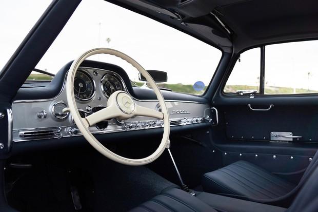 Cabine tem volante de baquelite e couro no padrão original (Foto: Divulgação)