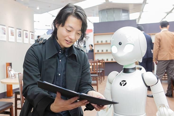 No café Dawn ver.β, os garçons são robôs operados por pessoas com deficiência (Foto: Reprodução/Facebook Ory Lab)