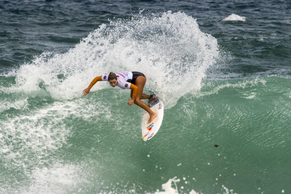 Tainá Hinckel, de apenas 14 anos, integra a seleção brasileira (Foto: Tom Bennett/WSL)