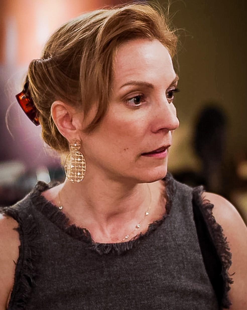 A mãe de Daniel (Hugo Moura) fica desapontada com a reação de Milena (Giovanna Rispoli), em 'Malhação - Toda Forma de Amar' — Foto: Globo
