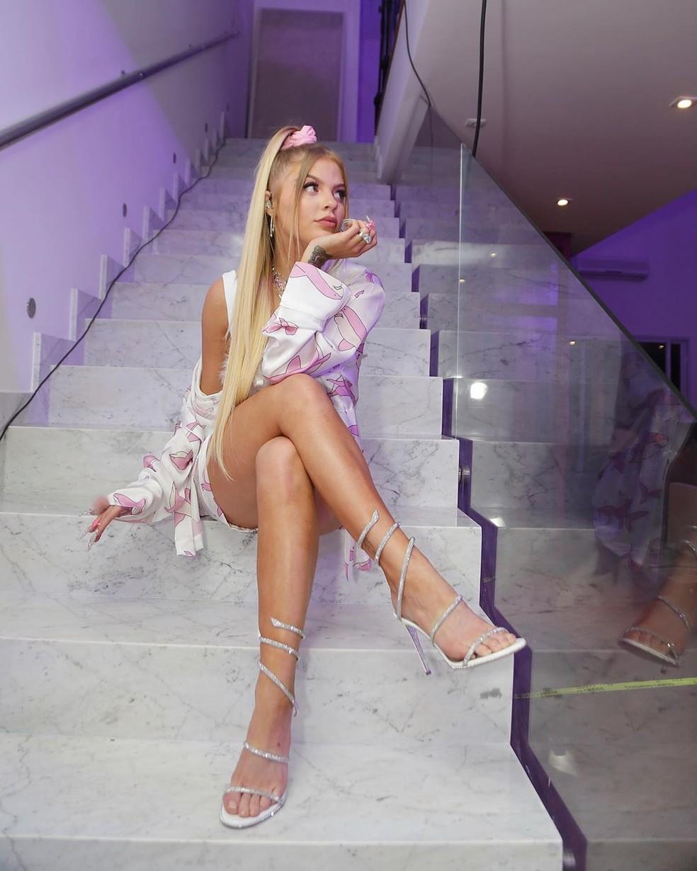 Luisa Sonza com sandália de tiras — Foto: Reprodução/Instagram