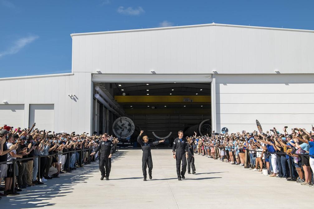 Envio da tripulação foi acompanhado por dezenas de pessoas — Foto: Reprodução/Twitter/SpaceX