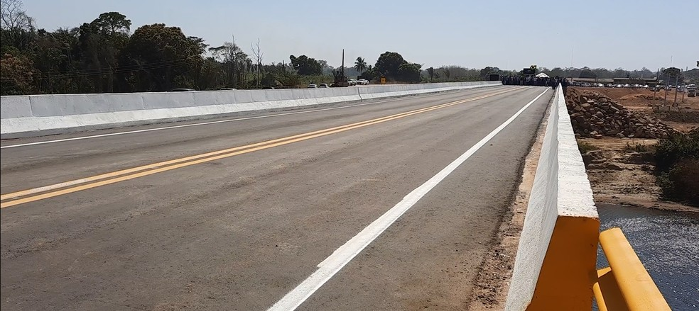 Ponte sobre o rio Jamari, na BR-421, foi inaugurada nesta segunda-feira (2) — Foto: Rede Amazônica/Reprodução