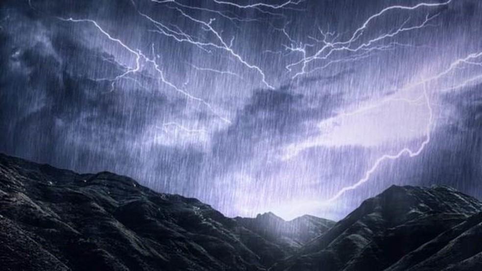 'Como chuva, mas com pedras e ventos supersônicos' — Foto: INPHO via BBC