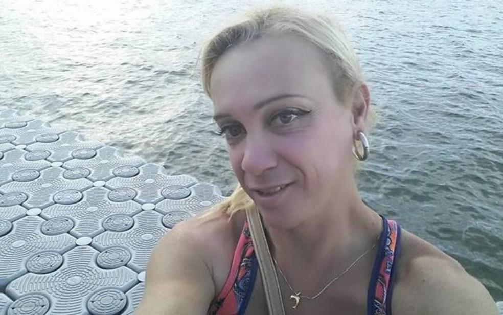 Rony Gonçalves foi encontrada morta dentro de casa, em Goiânia — Foto: Reprodução/TV Anhanguera