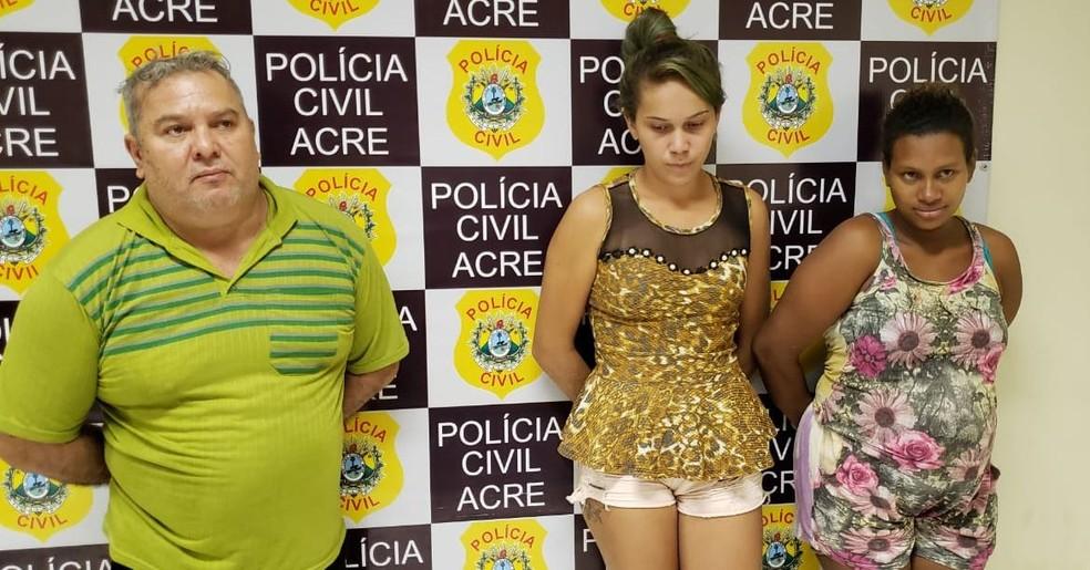 Três pessoas foram presas durante apreensão de skank em Rio Branco — Foto: Iryá Rodrigues/G1