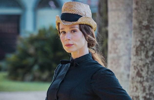 Mariana Ximenes vive Luísa, a Condessa de Barral. Após anos na França, ela volta ao Brasil e chamada para cuidar da educação da princesa Isabel. A partir daí, se apaixona perdidamente por Dom Pedro II (Foto: TV Globo)