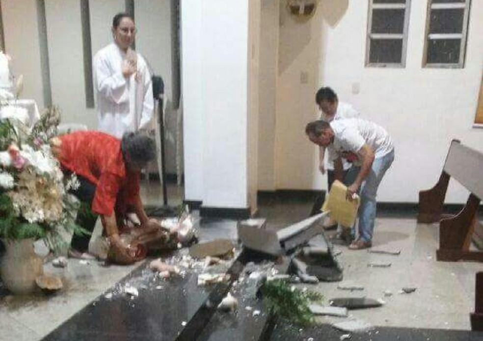 Caso aconteceu durante missa de 7º dia na noite de quarta-feira (23) (Foto: Cedida)