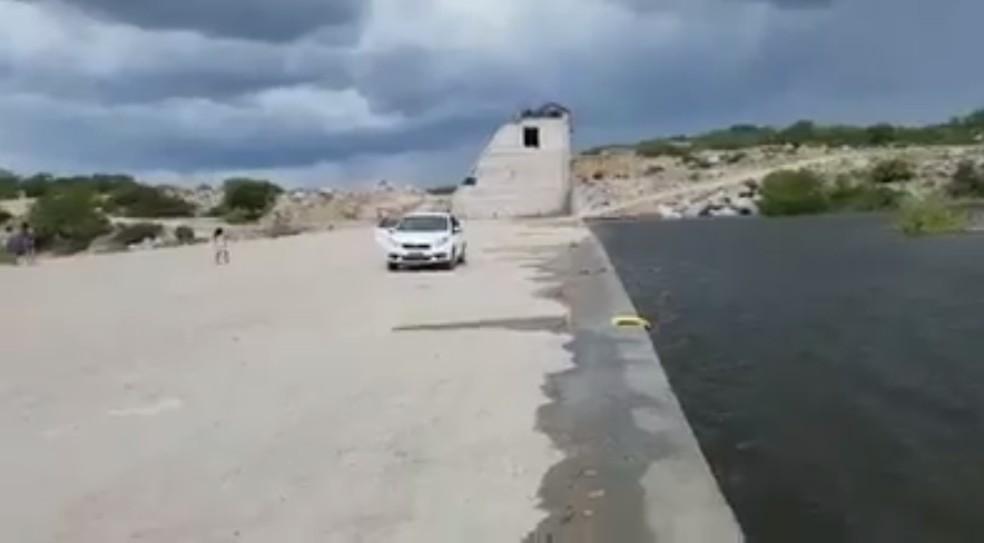 Trecho da barragem de Oiticica tem 5 milhões de metros cúbicos de água — Foto: Reprodução