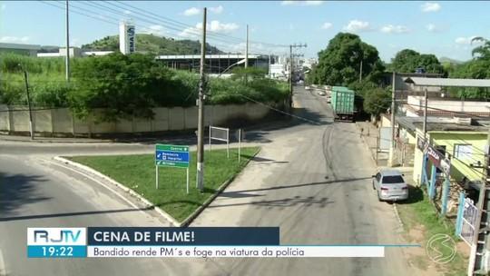 Bandido rende policiais militares e foge com viatura em Três Rios