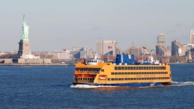 O primeiro trabalho de Laila foi vendendo cachorro-quente na balsa de Staten Island (Foto: Getty Images via BBC )
