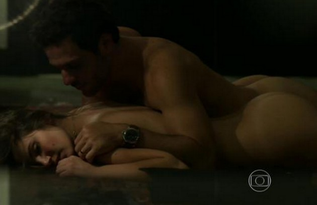'Verdades secretas' 2 estreará em 2021 na Globo, com direção de Amora Mautner. Camila Queiroz, a protagonista Angel, voltará a aparecer na história. Ela protagonizou várias cenas quentes com Rodrigo Lombardi, o Alex da trama (Foto: Reprodução)