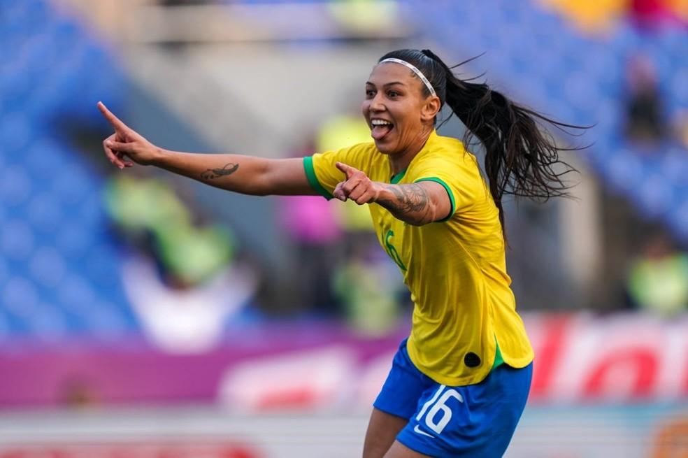 Bia Zaneratto celebra atacante marcou dois gols em goleada do Brasil  Foto Daniela PorcelliCBF