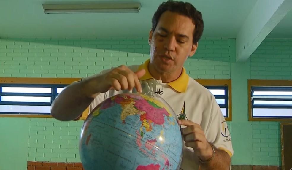 Professor Jordenes Ferreira da Silva diretor do Centro de Ensino Fundamental do Arapoanga, no DF — Foto: TV Globo/Reprodução