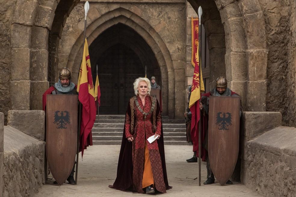 Vestida de rainha medieval, Ana Maria Braga visitou a cidade cenográfica de 'Deus Salve O Rei' — Foto: Fábio Rocha/Gshow