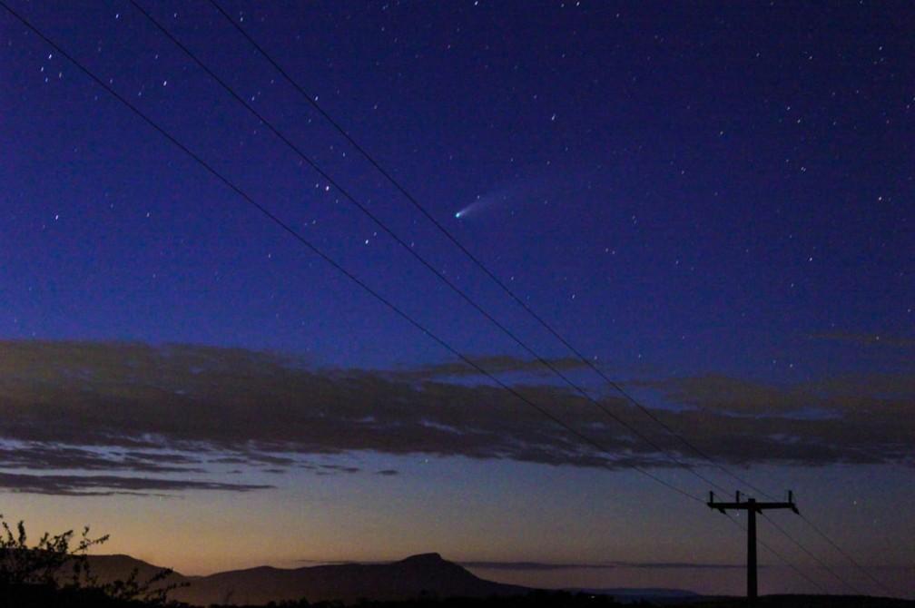 Cometa observado em Cariús, na Região Centro-Sul do Ceará. — Foto: Emanuel Hericlys/Arquivo Pessoal