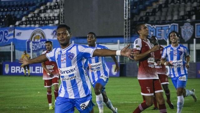 Alex Maranhão fez dois gols