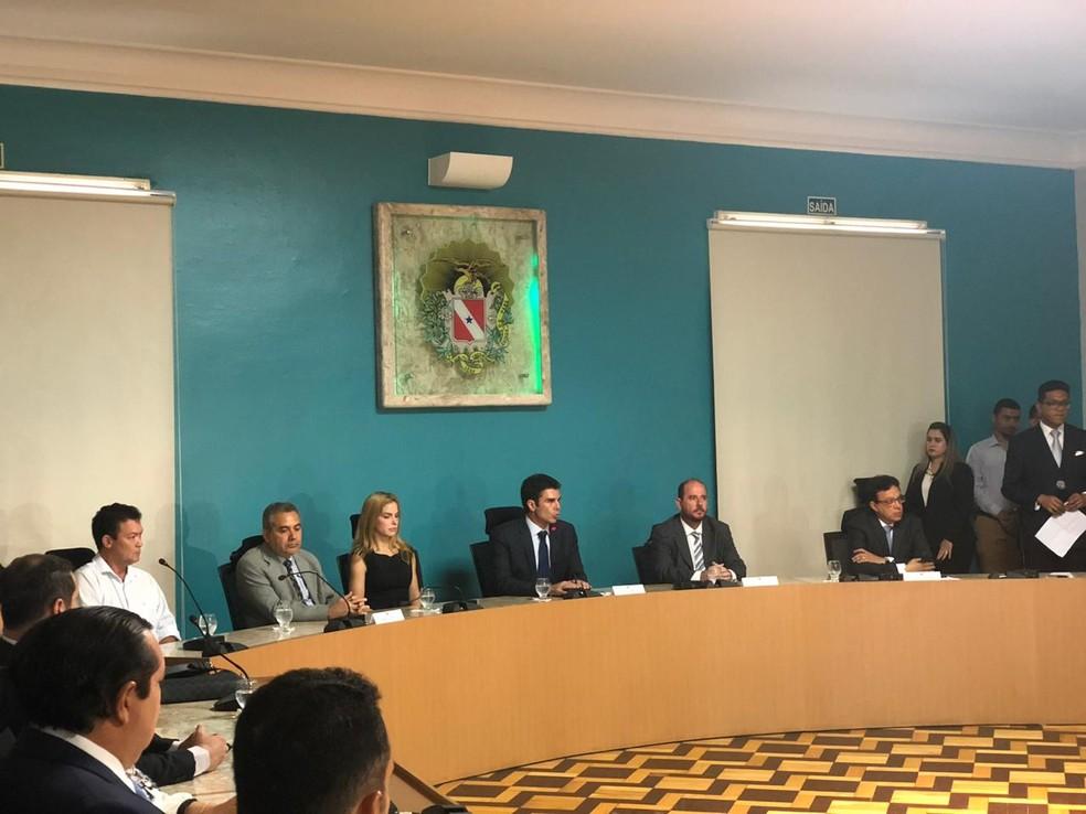 Governador Helder Barbalho reúne equipe no Palácio do Governo para oficializar solicitação da Forna Nacional no Pará. — Foto: Tayná Horiguchi / TV Liberal