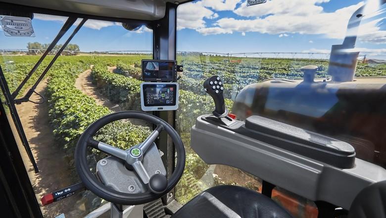 Simulador de operação de máquina agrícola (Foto: Jacto)