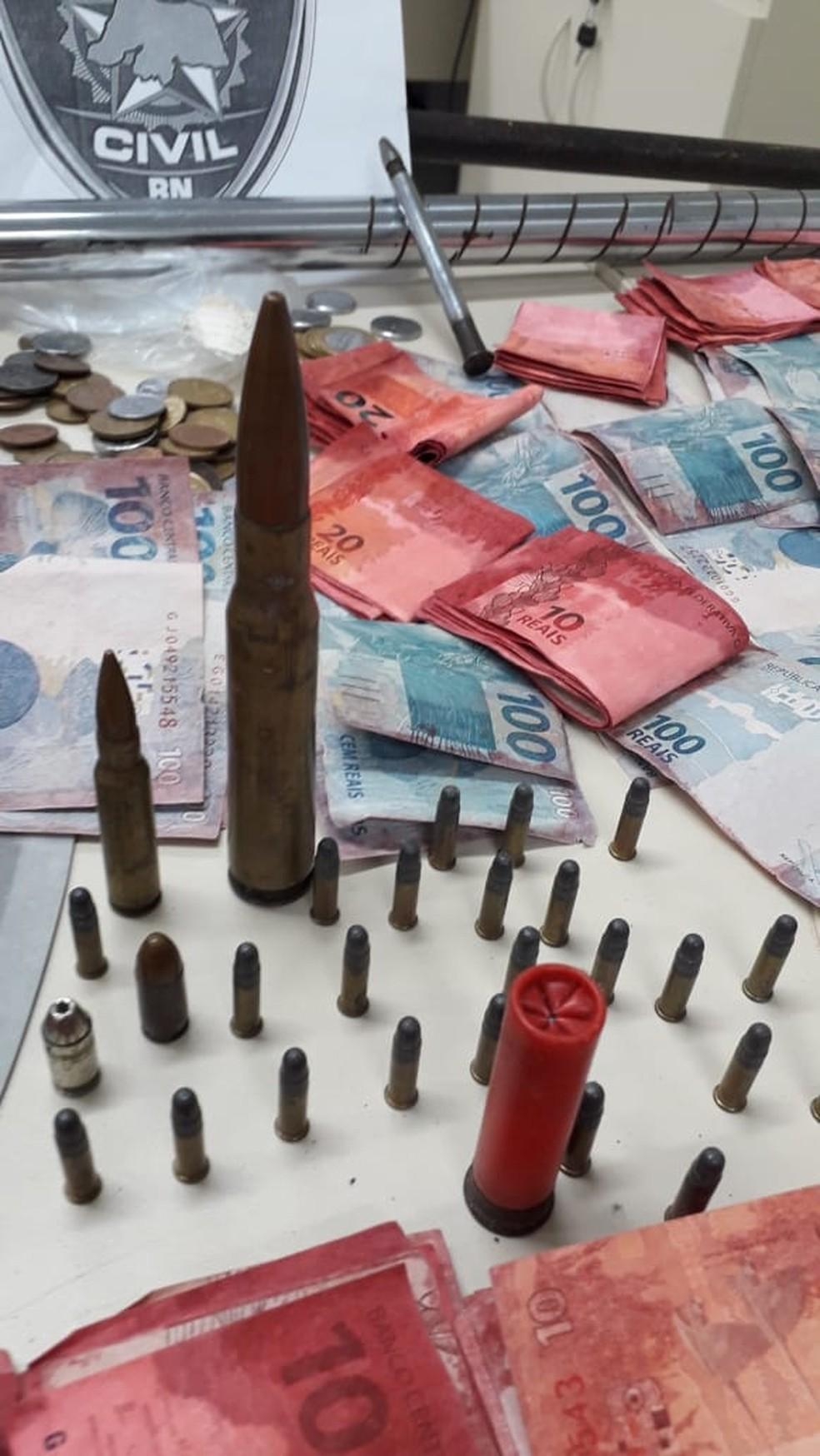Polícia Civil apreendeu munições, ferramentas e dinheiro e produtos roubados em ação no Paço da Pátria — Foto: Julianne Barreto/Inter TV Cabugi