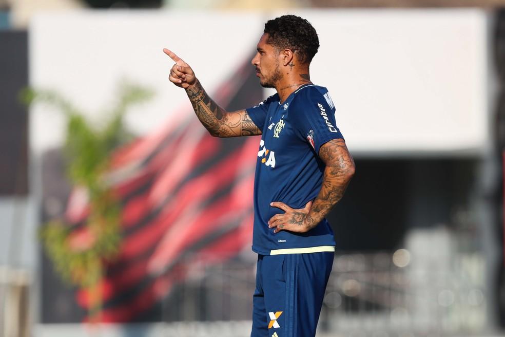 Guerrero no treino dessa terça no Ninho: jogador deve prestar depoimento em audiência na Corte Arbitral do Esporte (Foto: Gilvan de Souza / Flamengo)