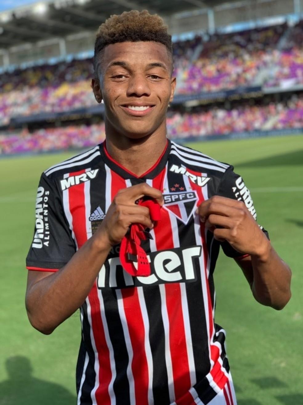 David Neres, criado no São Paulo, pode render mais dinheiro ao clube mesmo no Ajax — Foto: Reprodução twitter