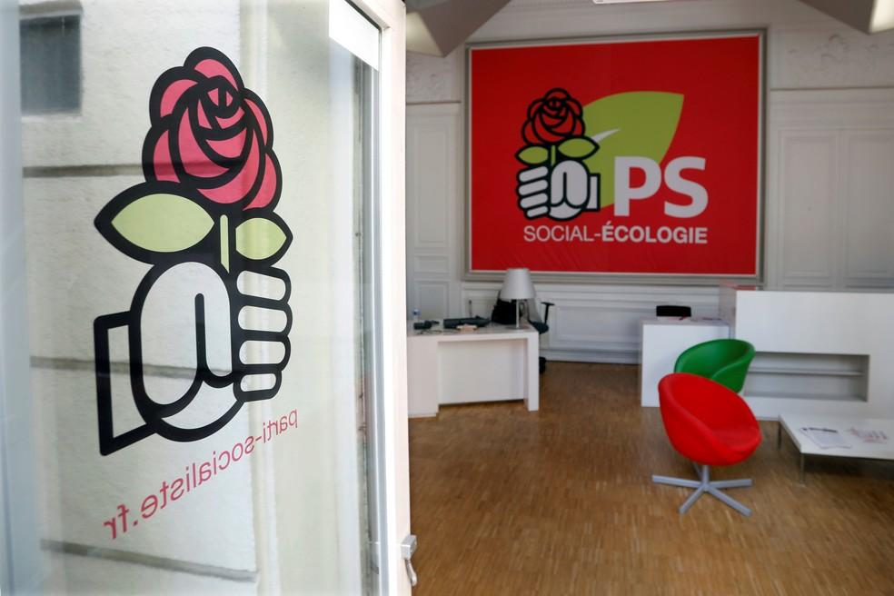 Símbolo do punho e da rosa, criado por Didier Motchane (Foto: Charles Platiau/Reuters)
