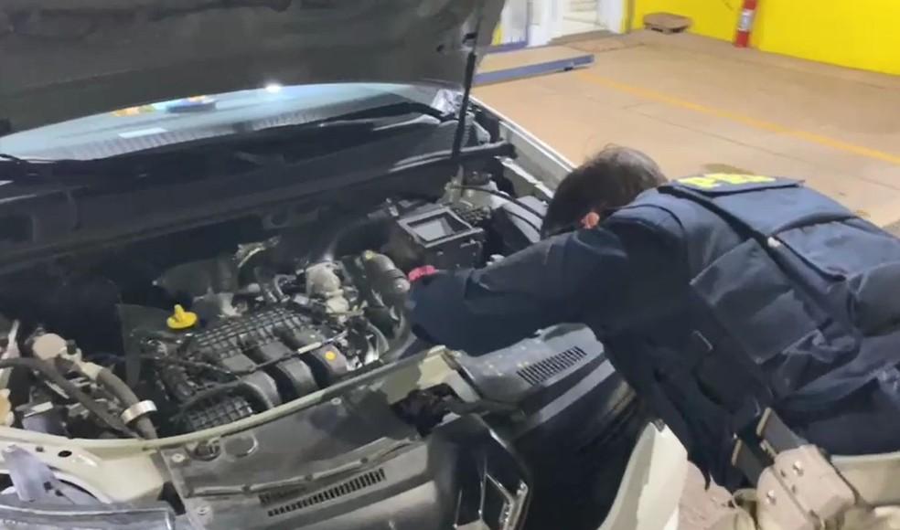 Agentes da PRF constataram irregularidades no chassi do veículo abordado na BR-153 em Ourinhos — Foto: Polícia Rodoviária Federal / Divulgação