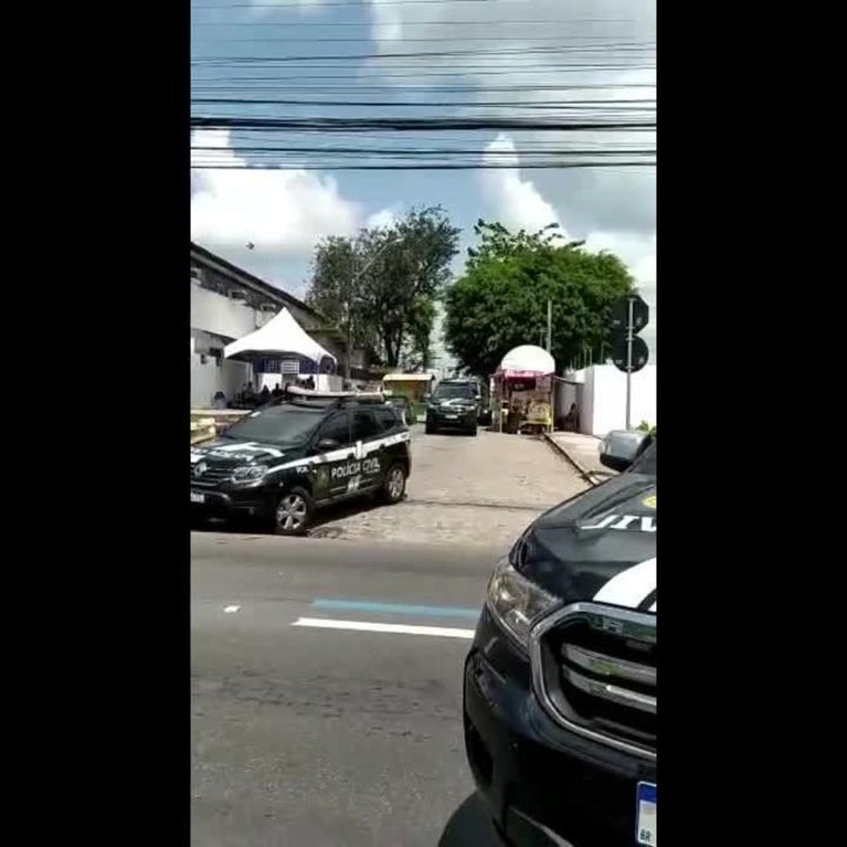 Presos barrados no Presídio do Agreste são levados para a Casa de Custódia de Santana do Ipanema, AL
