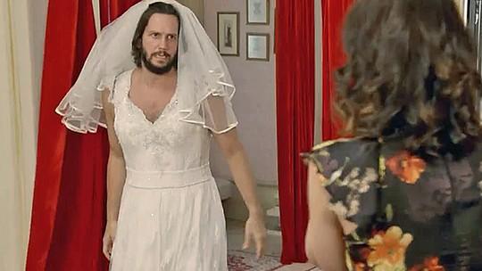 Vladimir Brichta se veste de noiva no papel de Armane; reveja!