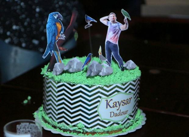 Kaysar ganha bolo personalizado (Foto: Daniel Pinheiro/AgNews)