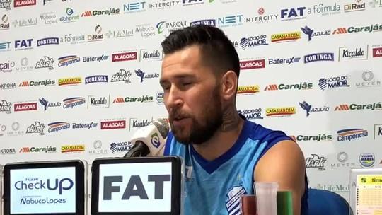 """Meia do CSA, Jonatan Gómez fala sobre estilo diferente do Flu: """"Joga melhor contra times abertos"""""""