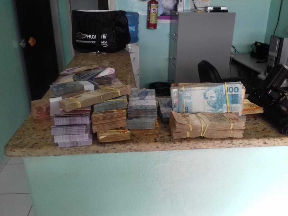 Polícia apreendeu mais de R$ 85 mil em dinheiro com quatro criminosos  (Foto: Polícia Civil / Divulgação)