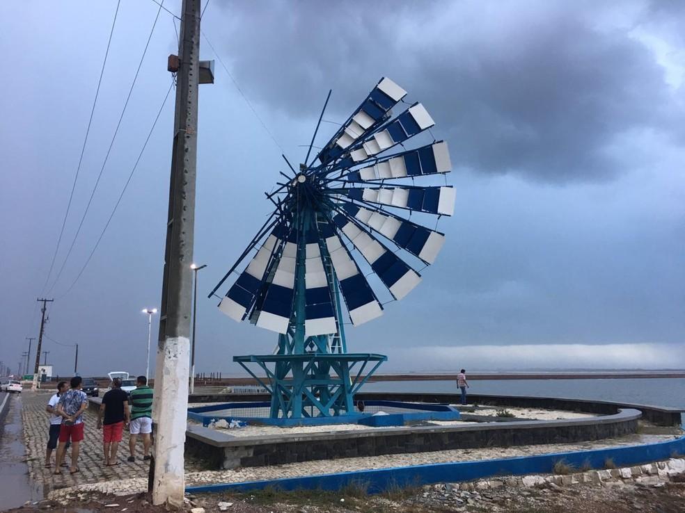 Moinho de Vento de Macau, RN, foi parcialmente destruído após rajadas de vento — Foto: Arafran Peter