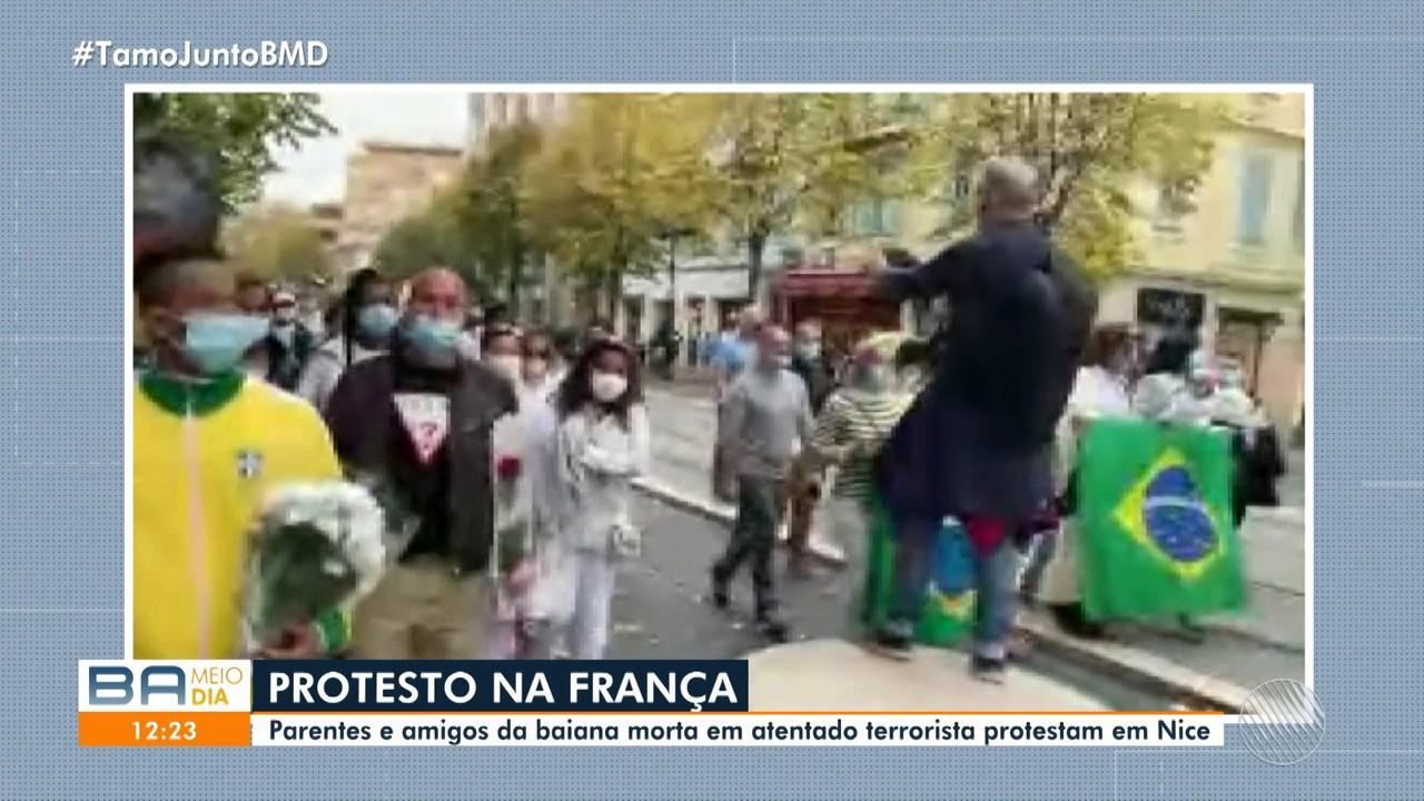 Luto: Familiares e amigos da baiana morta em atentado terrorista na França fazem protesto