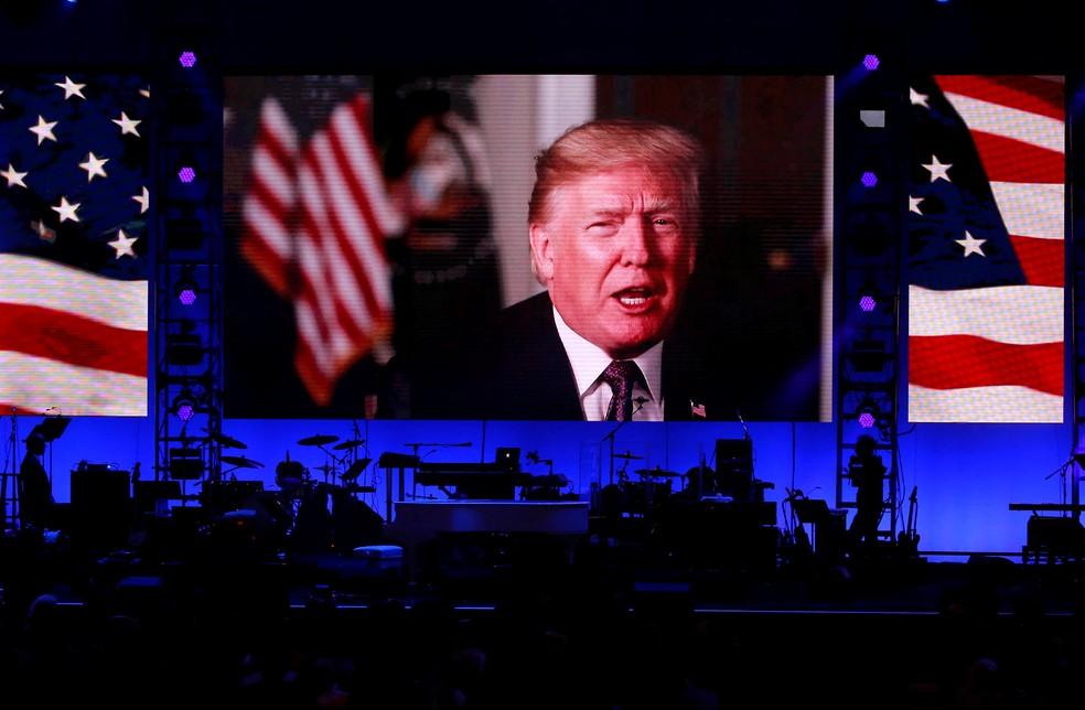 Trump em mensagem veiculada no sábado (21) (Foto: Richard Carson/Reuters)