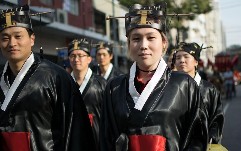 Desfile de integrantes da comunidade coreana no Bom Retiro (Foto: Elizabeth Paik/Futura Press/Estadão Conteúdo)