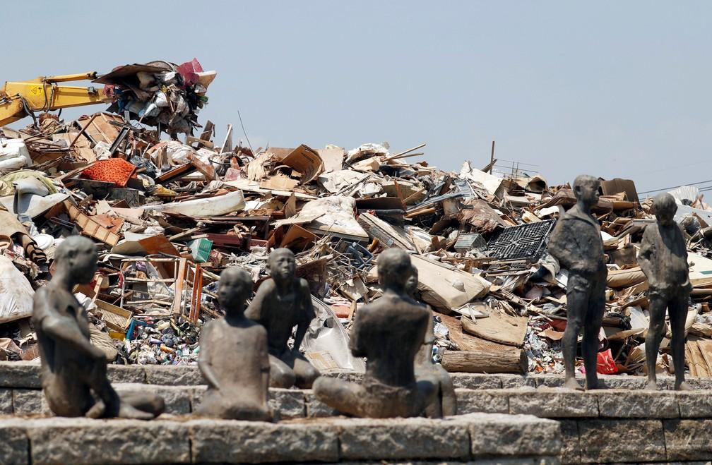 Entulhos de casas após inundações registradas em Kurashiki, no Japão (Foto: Issei Kato/Reuters)