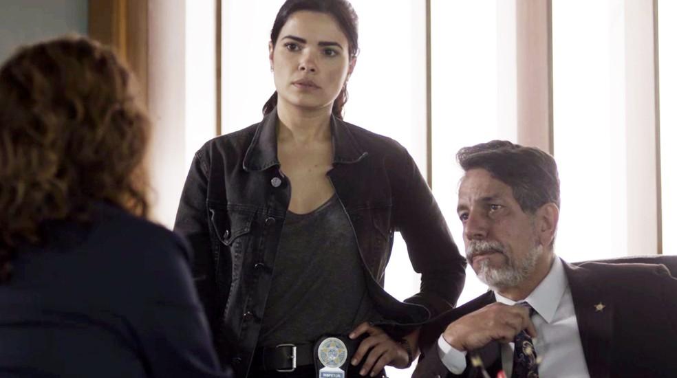 Antônia pergunta se foi por isso que Arlete decidiu adulterar as provas (Foto: TV Globo)