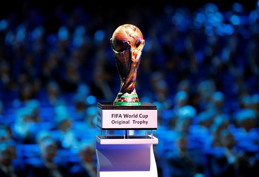 Taça da Copa do Mundo no sorteio do Mundial da Rússia (Foto: Reuters/Maxim Shemetov)