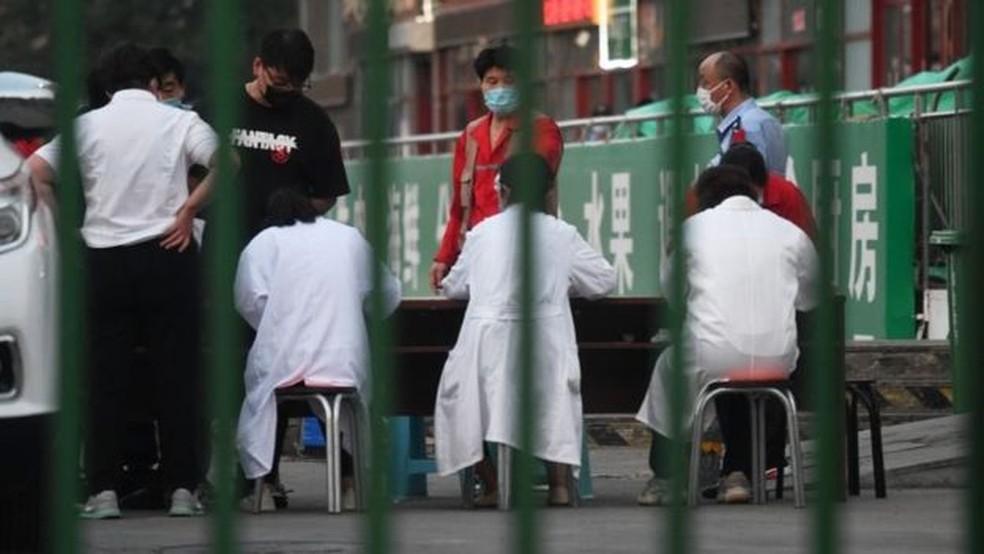 Cerca de 10 mil pessoas que trabalham no mercado serão testadas — Foto: Getty Images via BBC