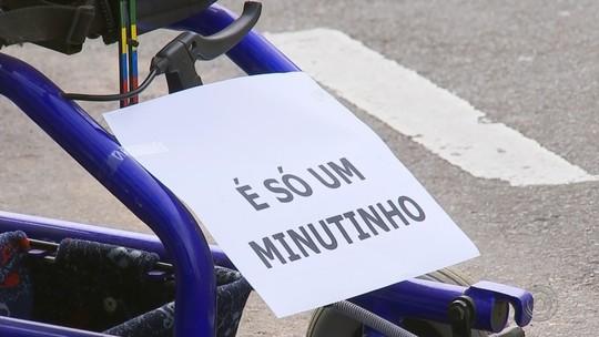 Cadeiras de rodas são colocadas em vagas de carros para conscientizar motoristas em Catanduva