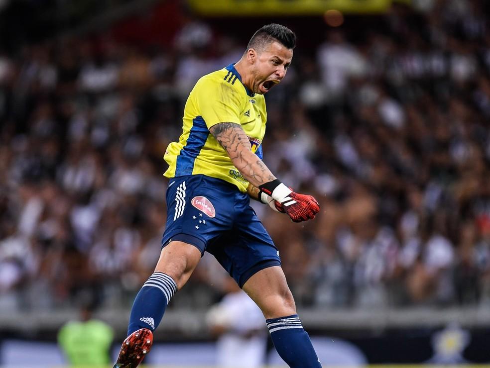Fabio comemorou bastante o gol do empate do Cruzeiro contra o Atlético-MG — Foto:  Douglas Magno/BP Filmes.