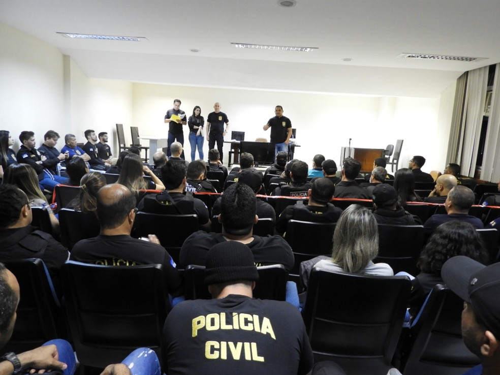 Coletiva de imprensa para divulgar o resultado da operação em Petrolina — Foto: Divulgação/ Polícia Civil