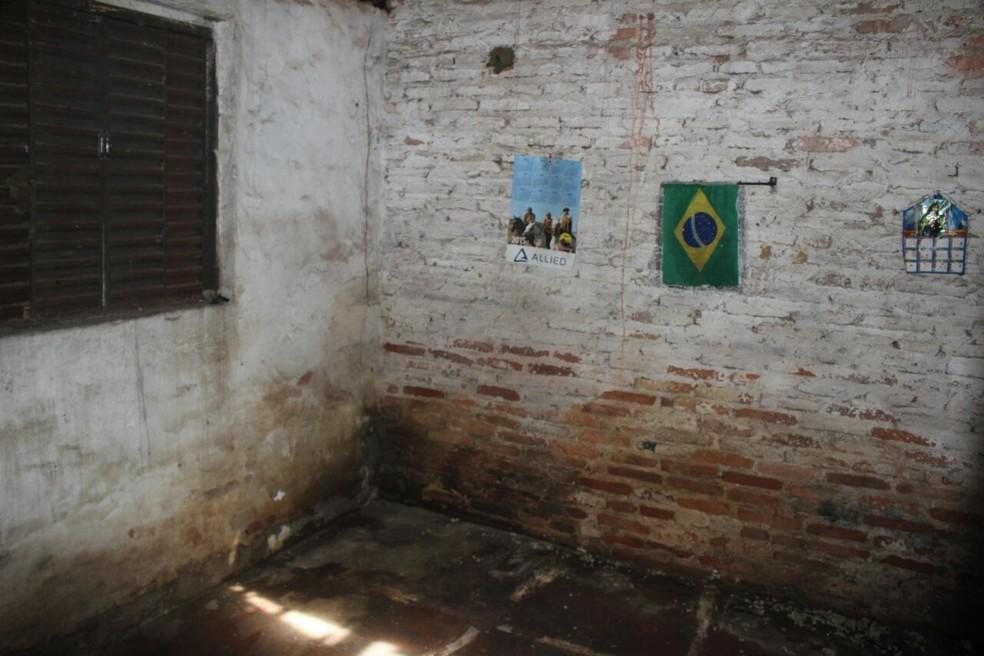 Casa não contém móveis ou quaisquer utensílios de uso pessoal. Idosa vivia sozinha. (Foto: Junior Feitosa/ G1)