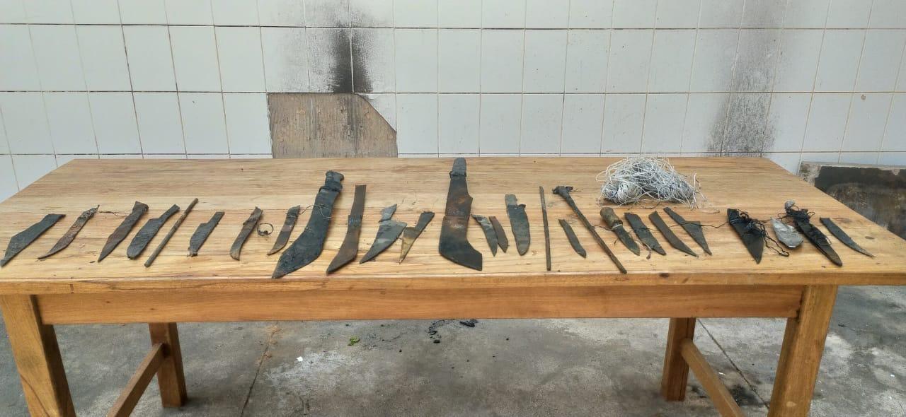Durante revista, quase 30 armas artesanais e celulares são achados por policiais penais em presídio