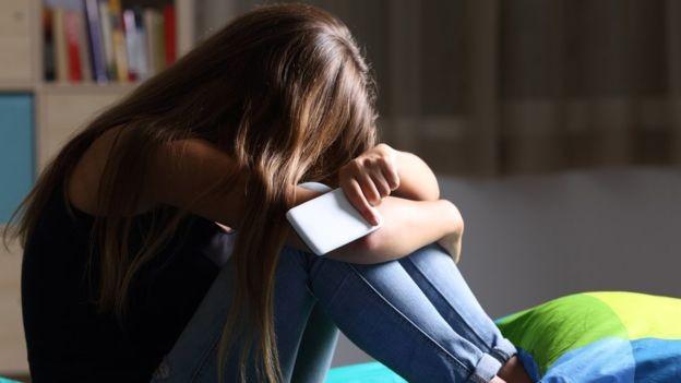 O mundo virtual não pode ser a única fonte de prazer dos adolescentes (Foto: Getty Images via BBC News Brasil)