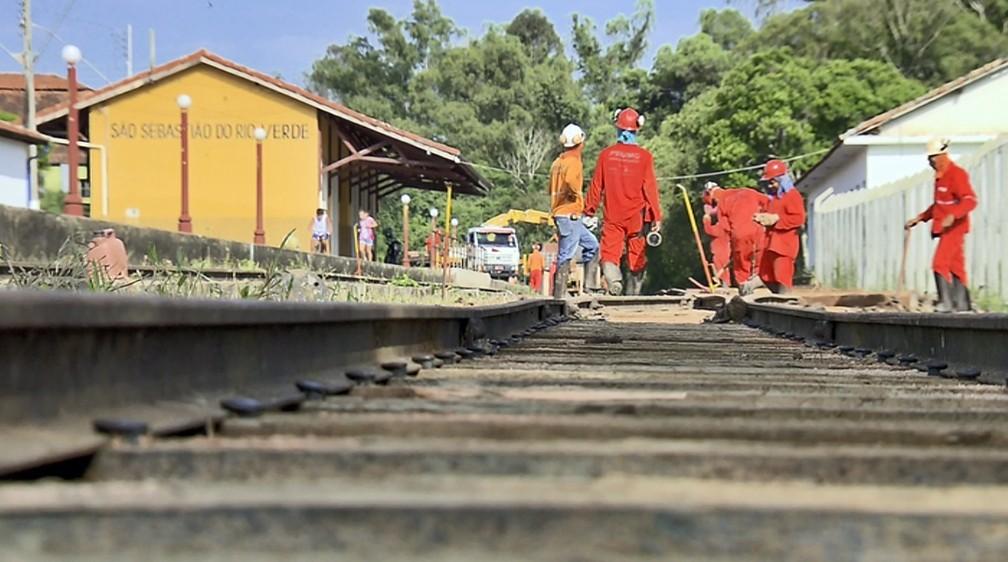 Obras para reativação de linha férrea devem ficar prontas até dezembro em São Sebastião do Rio Verde — Foto: Reprodução EPTV