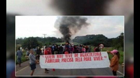Manifestantes interditam a rodovia BR-010 em Ipixuna do Pará